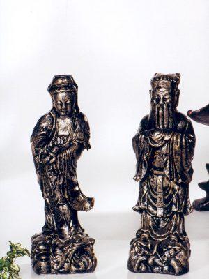 Statues d'homme et femme orientales