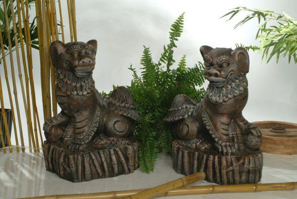 Statues de jardin de chiens gardiens de temple droit et gauche