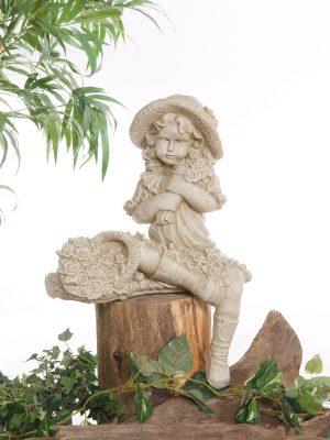 Statue de jardin d'Alexia assise