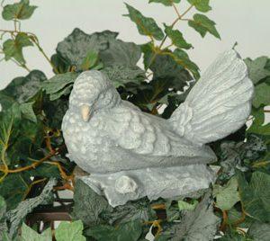 Statue de jardin de colombe avec ailes fermées