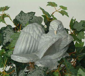 Statue de jardin de colombe avec ailes ouvertes