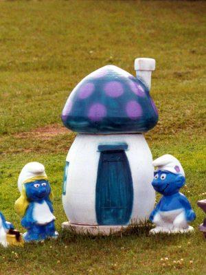 Statues de jardin de schtroumpf et maisonnette