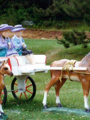 Statues de jardin de calèche avec enfants