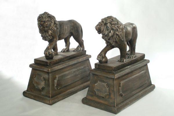 Statues de lion sur colonne