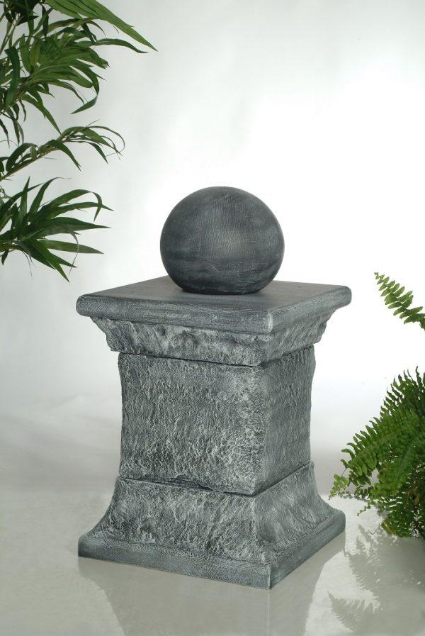 Colonne de rock à trois étages avec boule