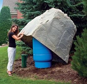 Immense roche artificielle pour le jardin