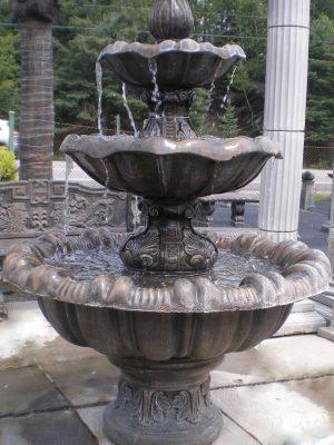 Grande fontaine avec tulipe