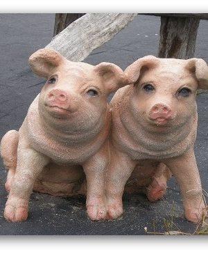 Statue de jardin deux cochons