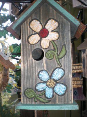 Cabane à oiseau avec dessin de marguerite