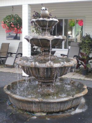 Fontaine et statues de pierre