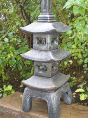 Lanterne tanjun à deux étages