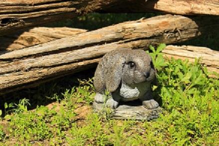 Statue de jardin petit lapin