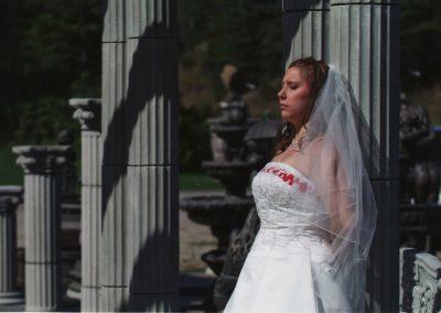 Colonnes et mariée