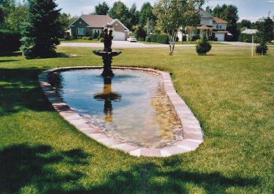 Bassin d'eau avec fontaine